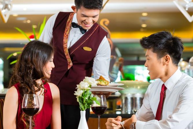 นับถอยหลัง 4 เดือน 'กฎหมายแรงงาน' ร้านอาหาร-โรงแรม รีบคิดปรับตัวรับมือภาวะแย่งชิงแรงงาน