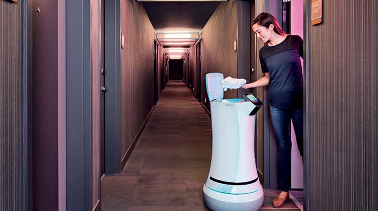 พนักงาน (หุ่นยนต์) โรงแรม