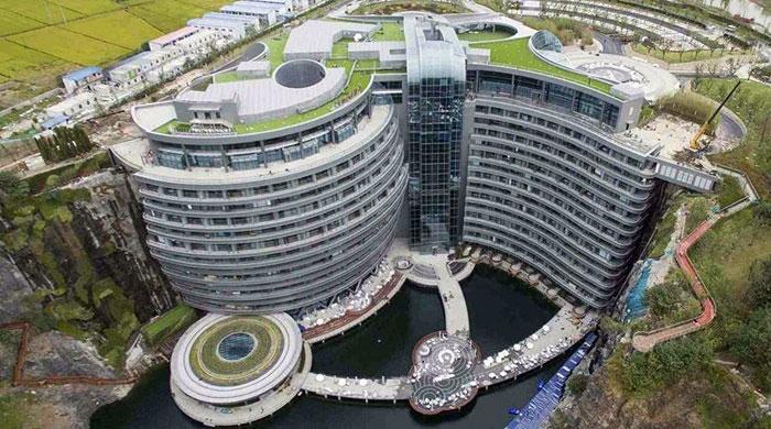 """""""โรงแรมในหลุมลึก"""" กลายเป็นแลนด์มาร์คใหม่ล่าสุดของเหล่าไฮโซแดนมังกร"""