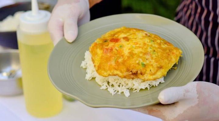 บ้านดุสิตธานี รวมพลังขาย 'ข้าวไข่เจียว' คุณภาพโรงแรม 5 ดาว